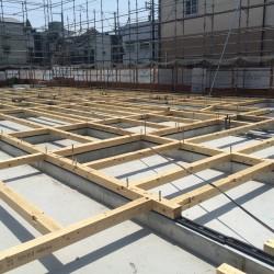 木造の保育園を工事中