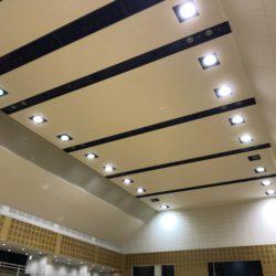 体育館の天井貼り替え工事、完了です